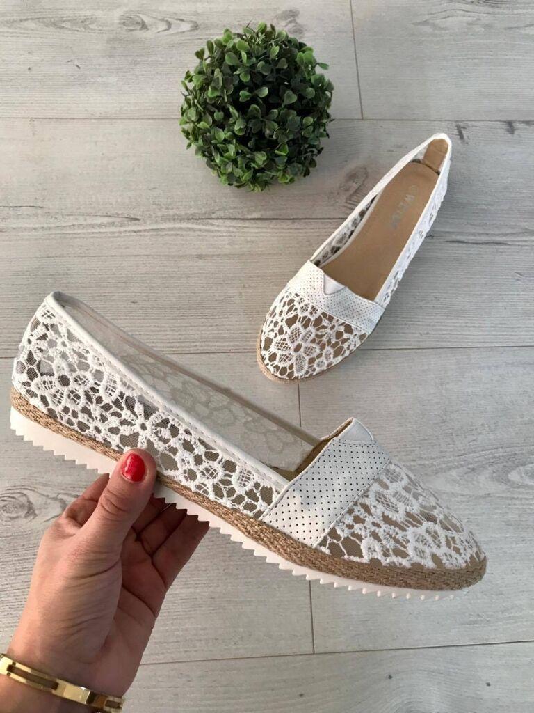Csipkés cipő  a6baa21415